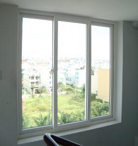 cửa sổ nhựa lõi thép mở trượt 3 cánh
