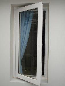cửa sổ nhựa lõi thép 1 cánh mở quay